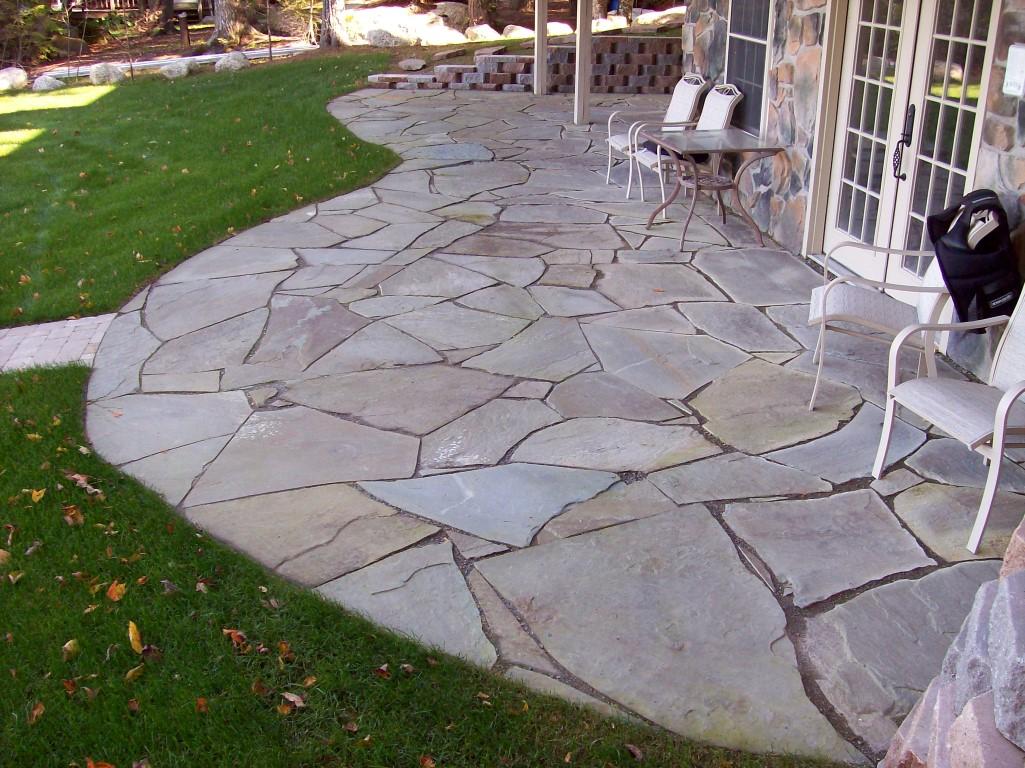 PA Irregular Flagstone Full-Color lake side patio