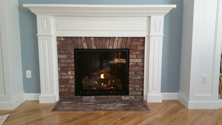 Mendota FV41 Gas Fireplace. Reclaimed Thin Brick Veneer.